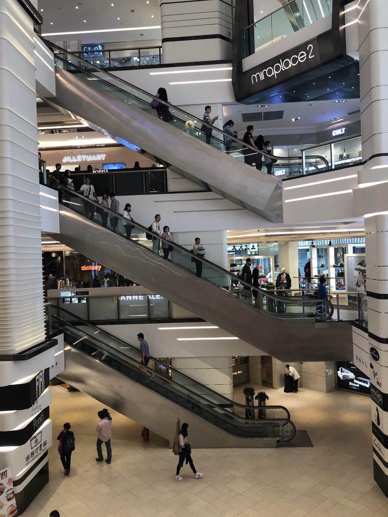 香港のミラモール内部