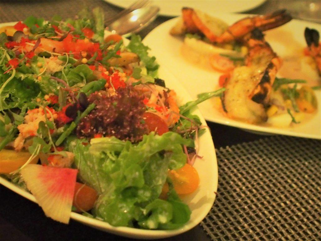 ロイヤルハワイアンホテル(The Royal Hawaiian)のアズーア レストラン(Azure Restaurant)で食べたビッグアイランドサラダ(Big Island Salad)