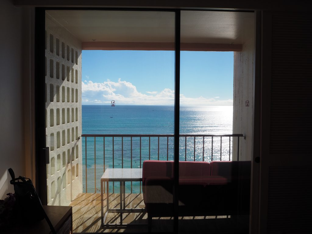 ロイヤルハワイアンホテル(The Royal Hawaiian)、マイラニ・タワー・プレミア・オーシャン(Mailani Tower Premier Ocean)の窓からの景色