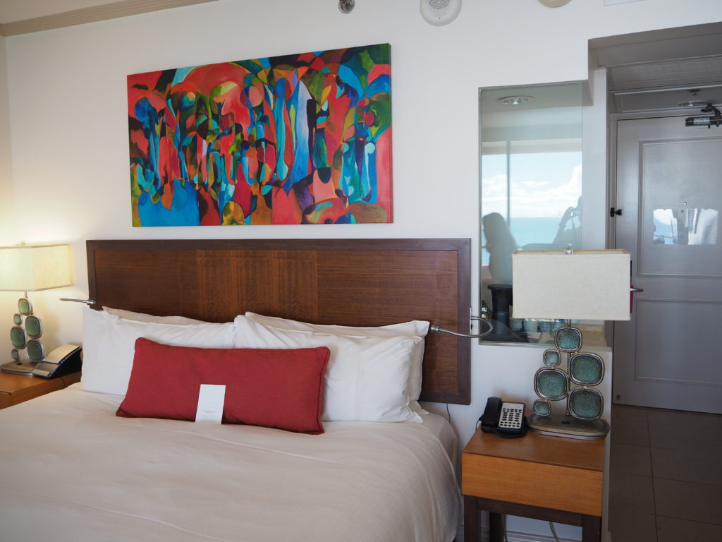 、ロイヤルハワイアン(The Royal Hawaiian)ホテル、マイラニ・タワー・プレミア・オーシャン(Mailani Tower Premier Ocean)の部屋