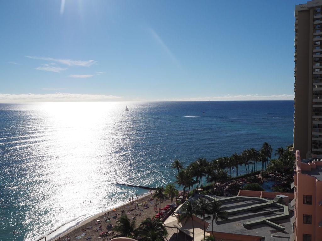 ロイヤルハワイアンホテル(The Royal Hawaiian)、マイラニ・タワー・プレミア・オーシャン(Mailani Tower Premier Ocean)のラナイから見える海