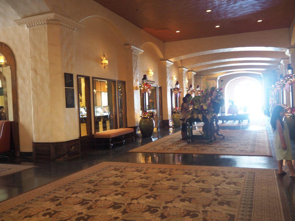 ロイヤルハワイアンホテル内(The Royal Hawaiian)散策