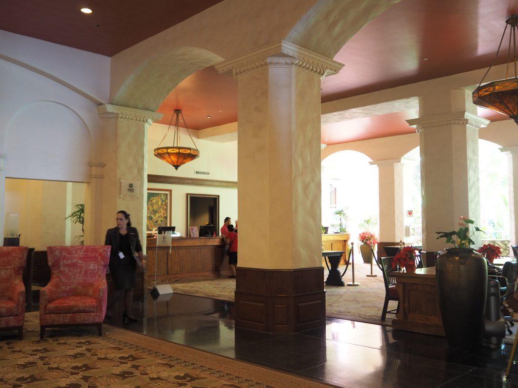 ロイヤルハワイアンホテル(The Royal Hawaiian)のチェックインラウンジ