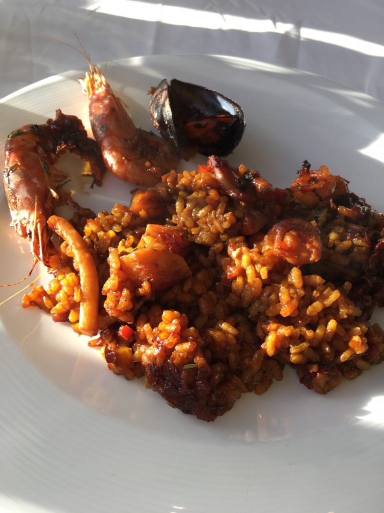 ザ セントレジス マルダバル マヨルカ リゾート(The St. Regis Mardavall Mallorca Resort)内レストランでパエリア
