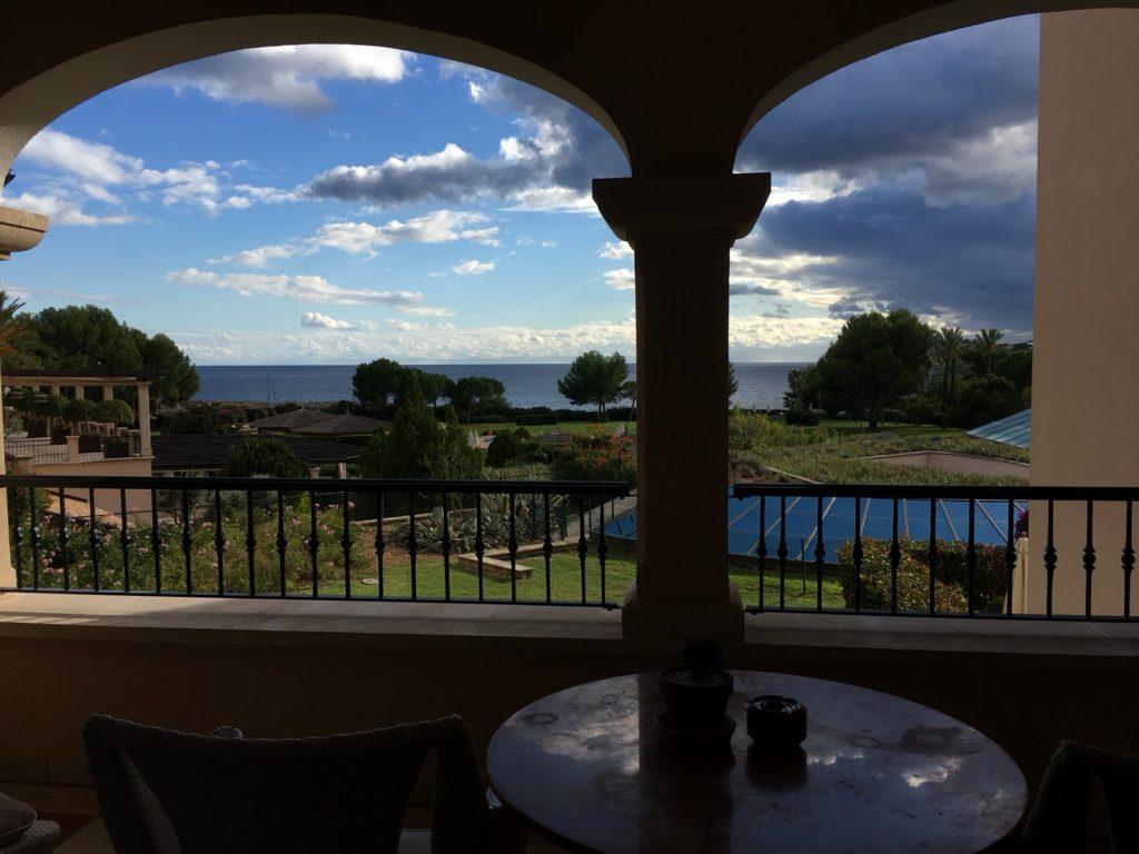 ザ セントレジス マルダバル マヨルカ リゾート(The St. Regis Mardavall Mallorca Resort)ジュニアスイートのバルコニー