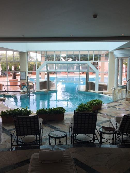 ザ セントレジス マルダバル マヨルカ リゾート(The St. Regis Mardavall Mallorca Resort)の屋内プール