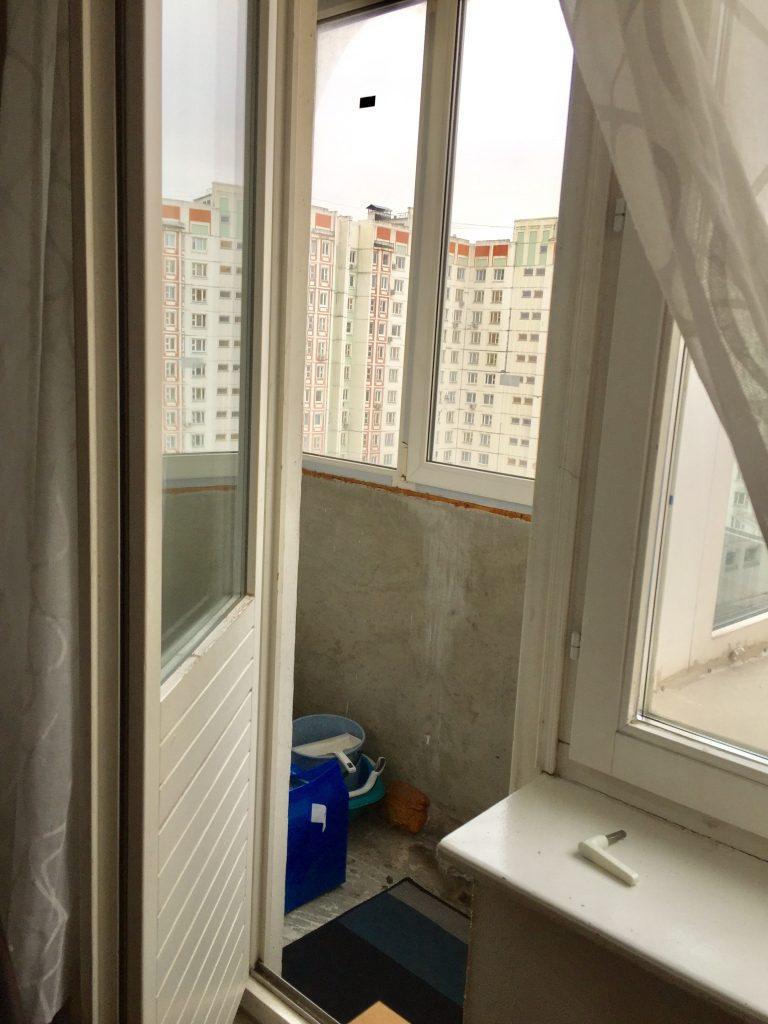 ロシアのマンションのベランダ