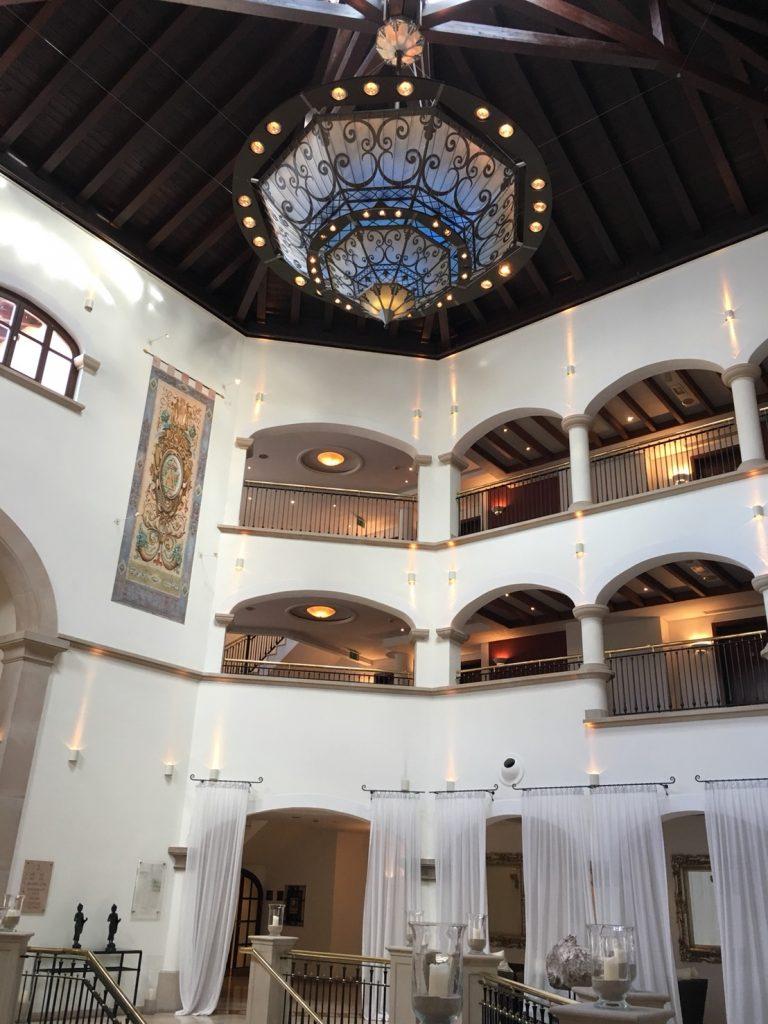 ザ セントレジス マルダバル マヨルカ リゾート(The St. Regis Mardavall Mallorca Resort)のロビー内