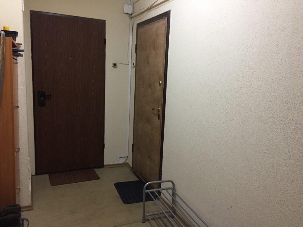 ロシアのマンションのドア