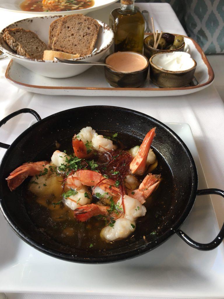 ザ セントレジス マルダバル マヨルカ リゾート(The St. Regis Mardavall Mallorca Resort)内レストランでガーリックシュリンプ