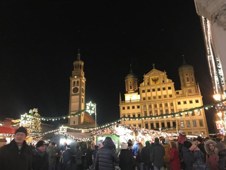 アウクスブルクのクリスマスマーケットのRathausplatz