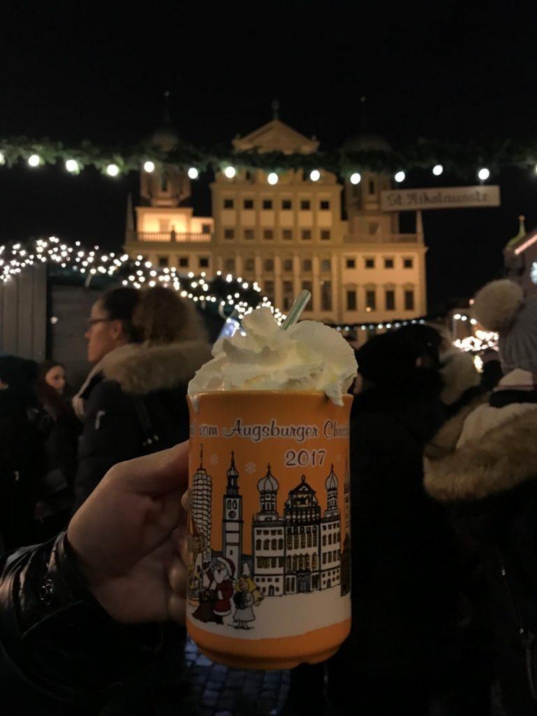 アウクスブルクのクリスマスマーケットのマグカップ