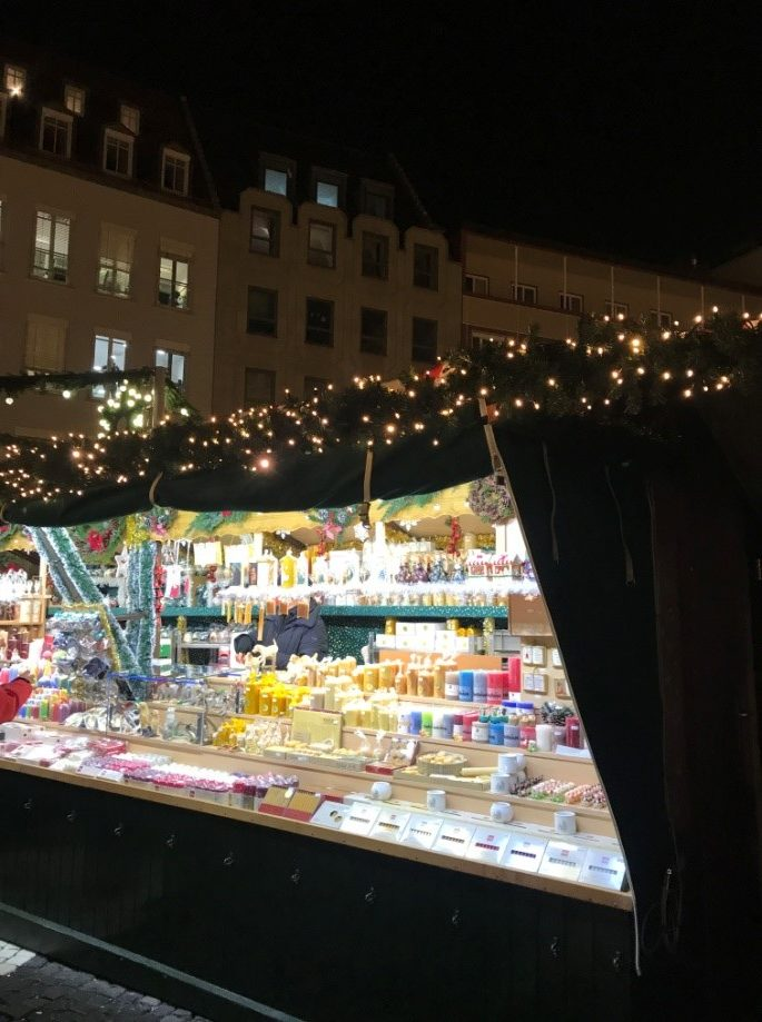 アウクスブルクのクリスマスマーケットのキャンドルの出店