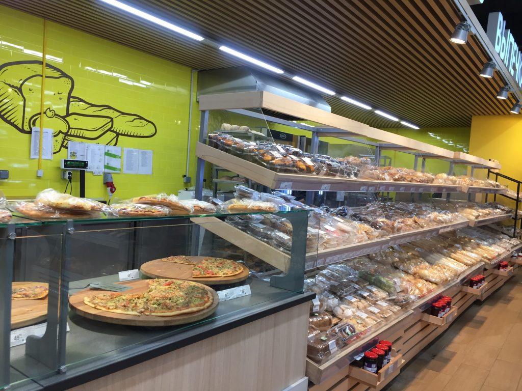 モスクワのスーパーのピザ