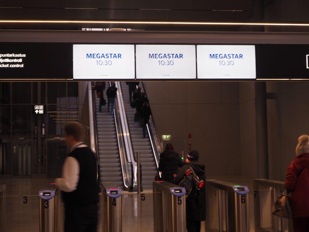 フェリー、MEGASTAR搭乗口までのエスカレーター
