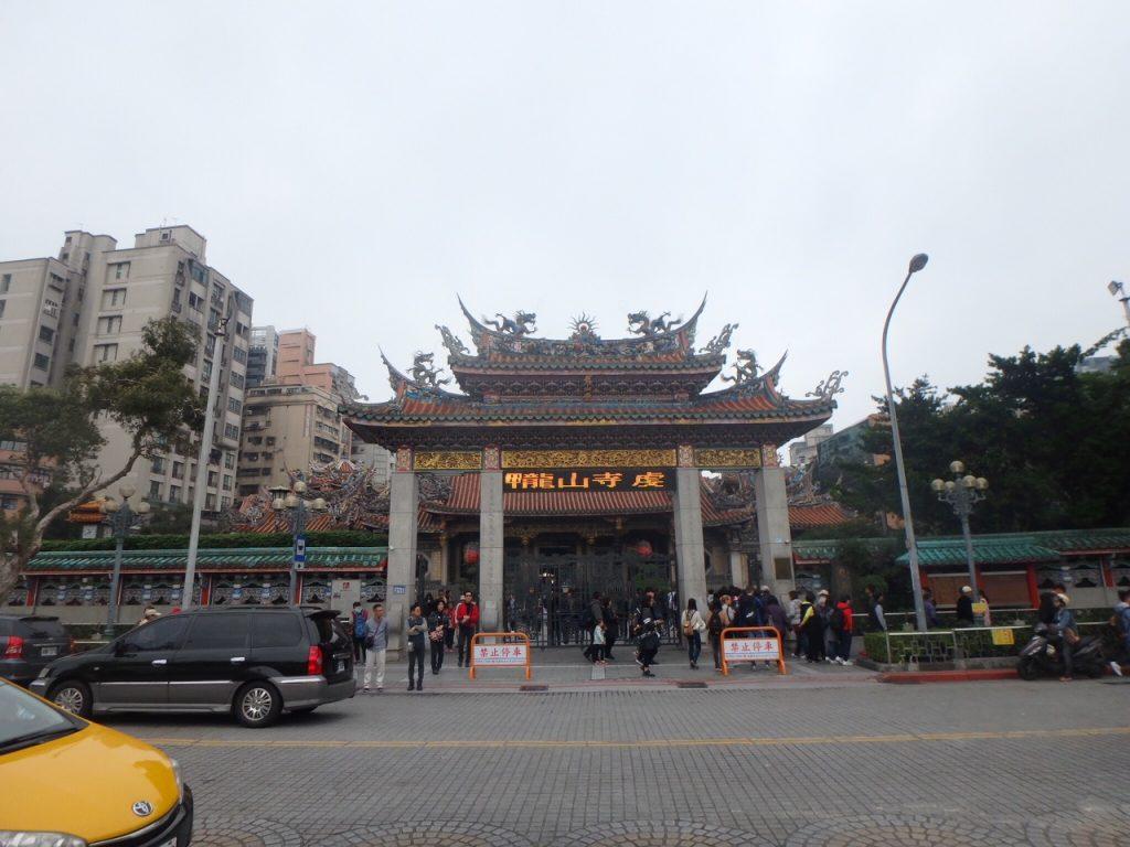 台湾の龍山寺の電光掲示板