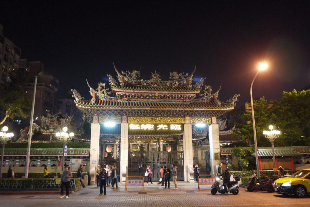 夜の龍山寺