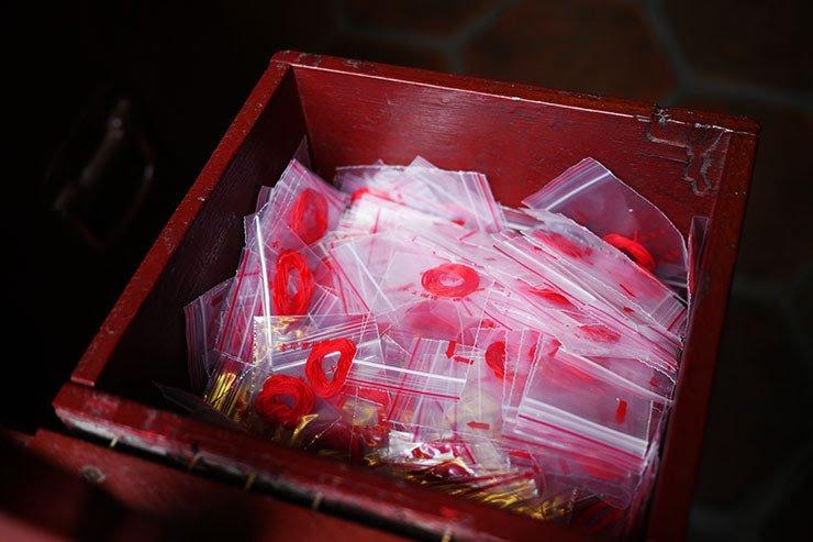 台湾の龍山寺の赤い糸