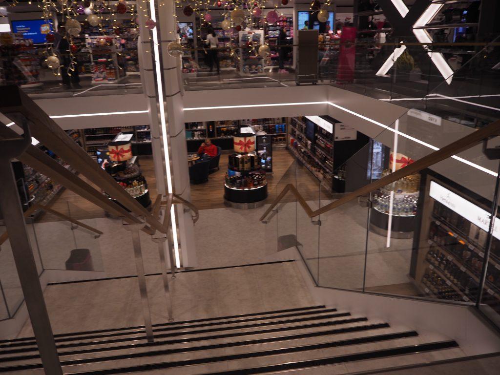 ヘルシンキからタリンへのフェリー、MEGASTAR内のショッピングスペース