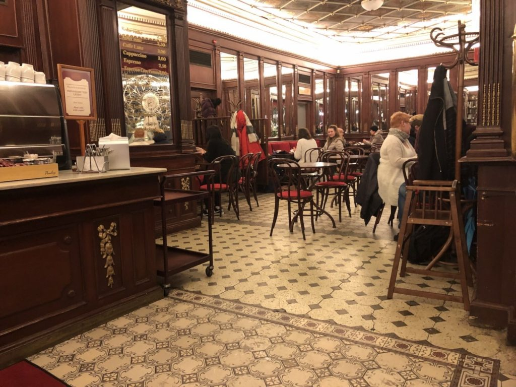 タリンのカフェMaiasmokk(マイアスモック)店内