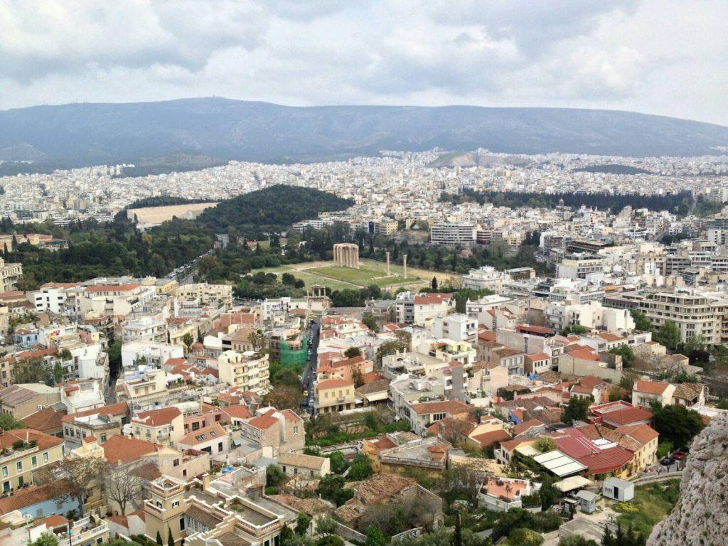 アテネ市街に聳えるオリンピア・ゼウス神殿