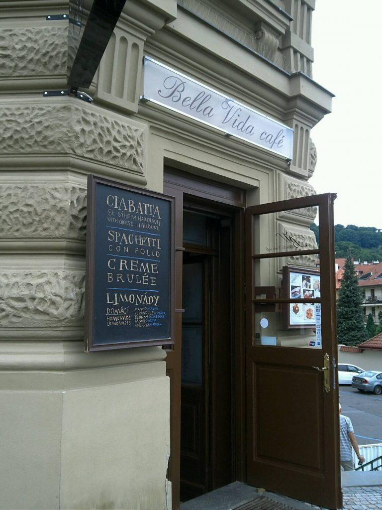プラハのカフェ、Bella Vida Cafeの入り口