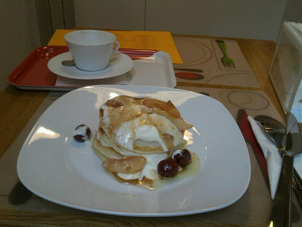 プラハのカフェ、DEN NOCのパンケーキ