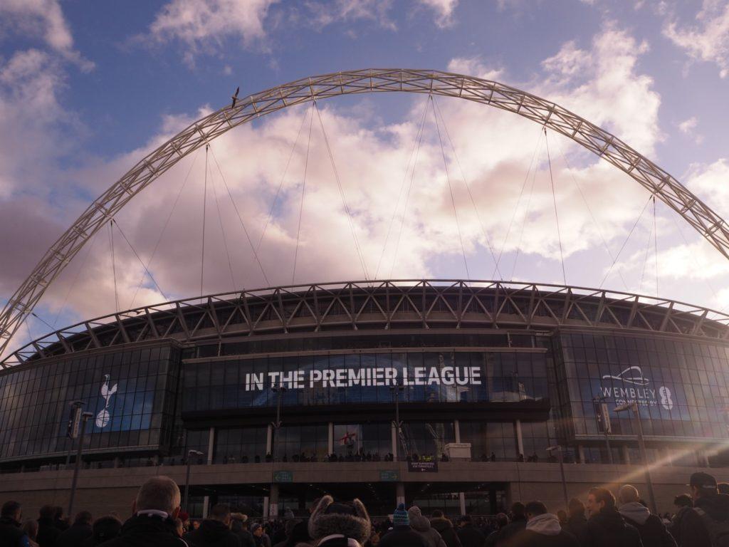 ウェンブリースタジアムでサッカー観戦