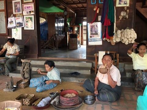 ミャンマーのバガンにあるミナントゥ村の人々の生活