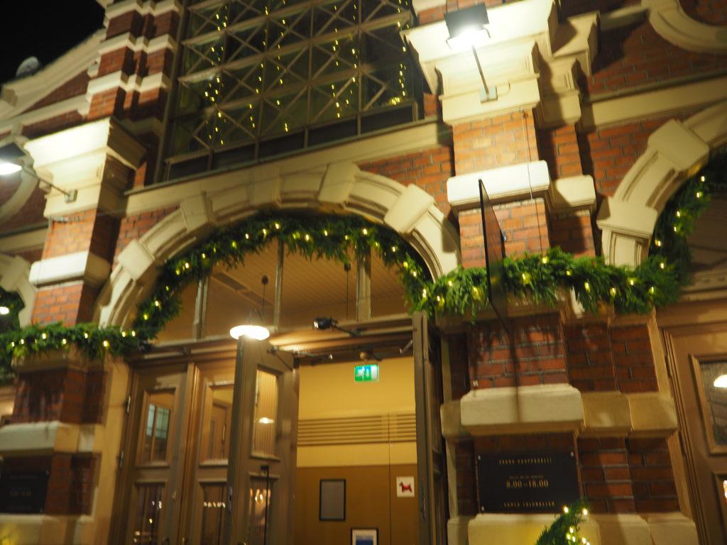 ヘルシンキのオールド・マーケットホールの自動ドア