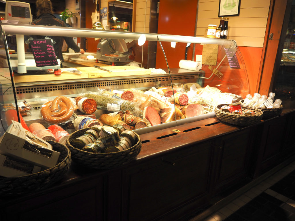 ヘルシンキのオールド・マーケットホールの加工肉