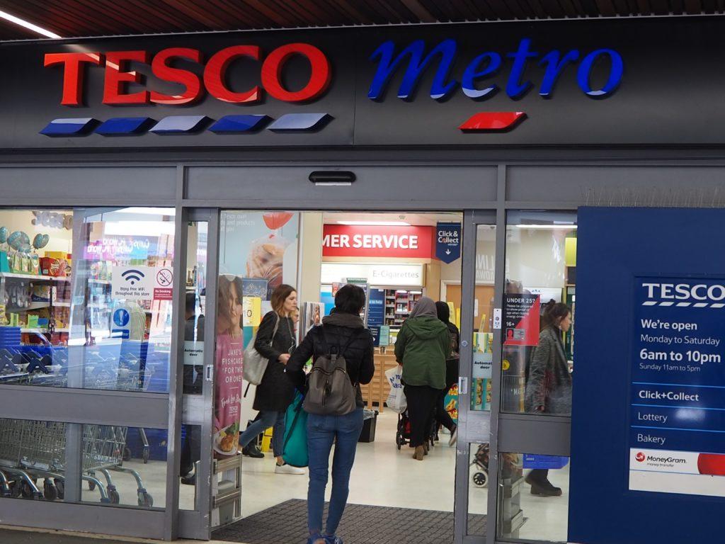 ロンドンのスーパー、テスコ Tesco