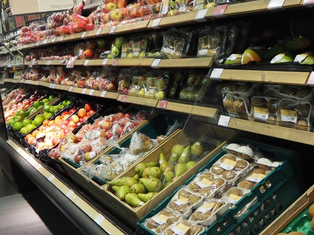 ロンドンのスーパー、マークス&スペンサー Marks&Spencer店内