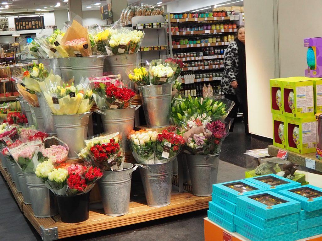 ロンドンのスーパー、マークス&スペンサー Marks&Spencerの店内