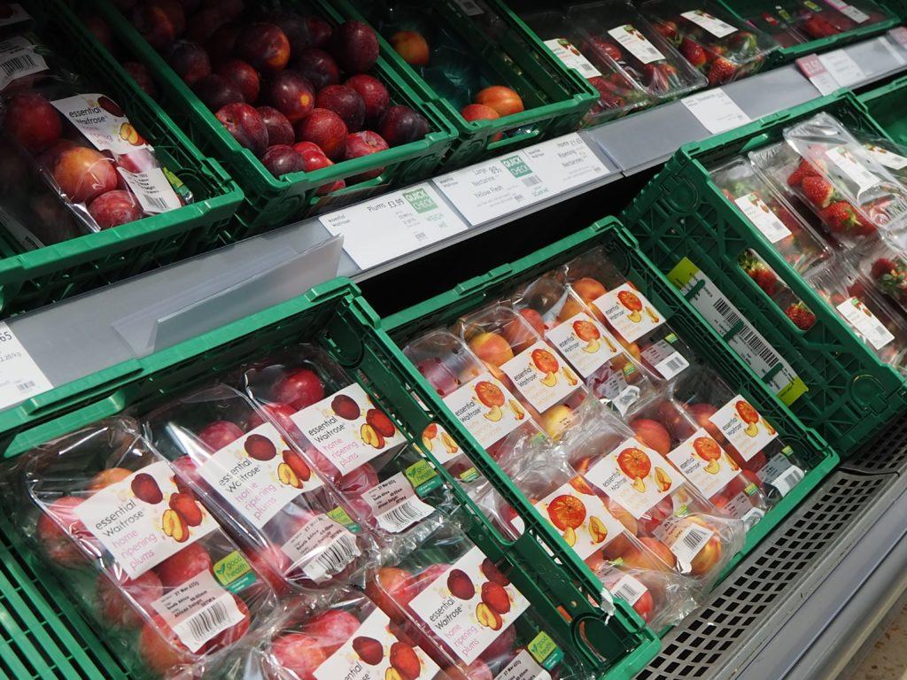 ロンドンのスーパースーパー、ウエイトローズ Waitroseの野菜、フルーツ