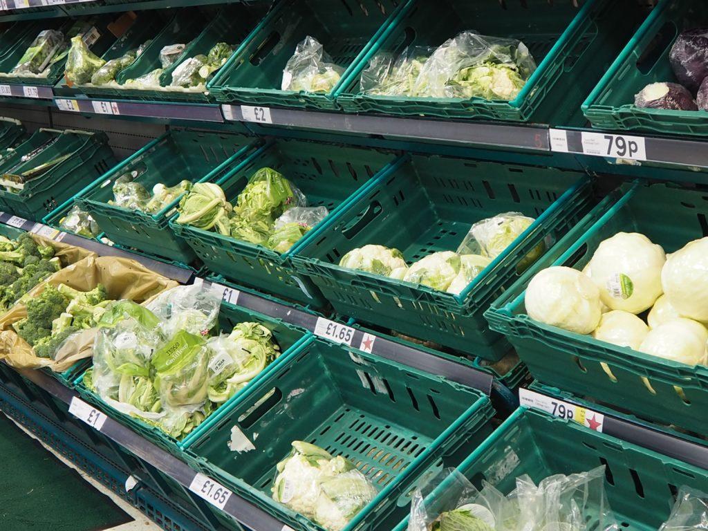 ロンドンのスーパー、テスコ Tescoの野菜や果物などの生鮮食品