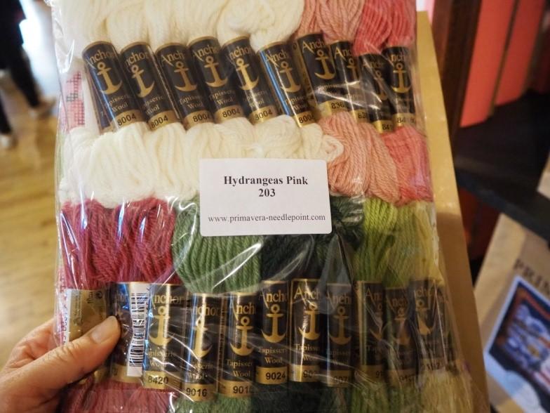 リバティ・ロンドン(Liberty)で売られているクッションの刺繡キット
