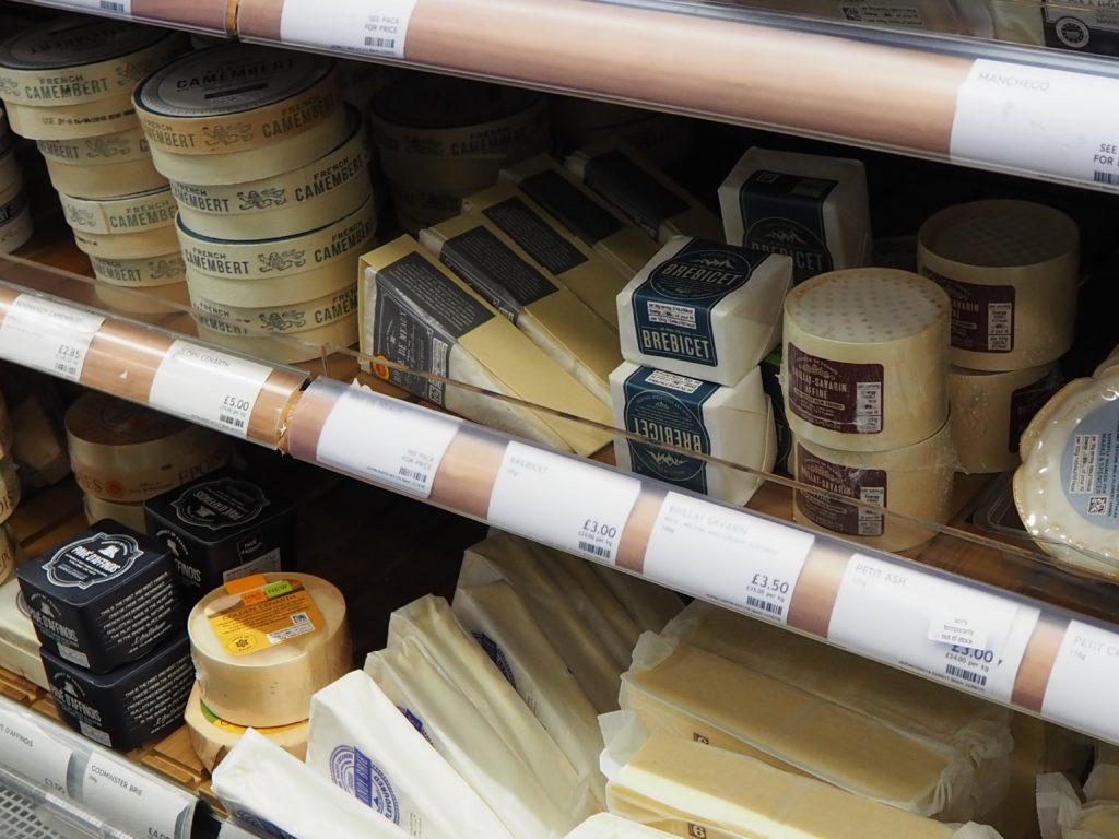 ロンドンのスーパー、マークス&スペンサー Marks&Spencerのチーズ