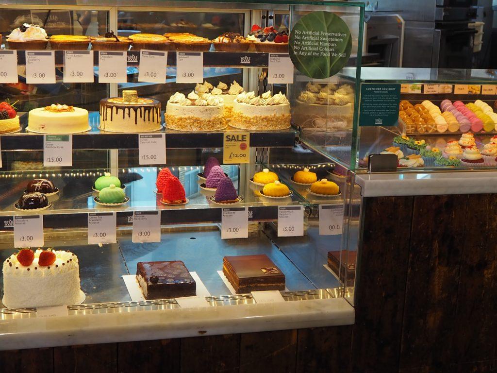 ロンドンのスーパー、ホールフーズマーケット Whole Foods Marketのケーキ