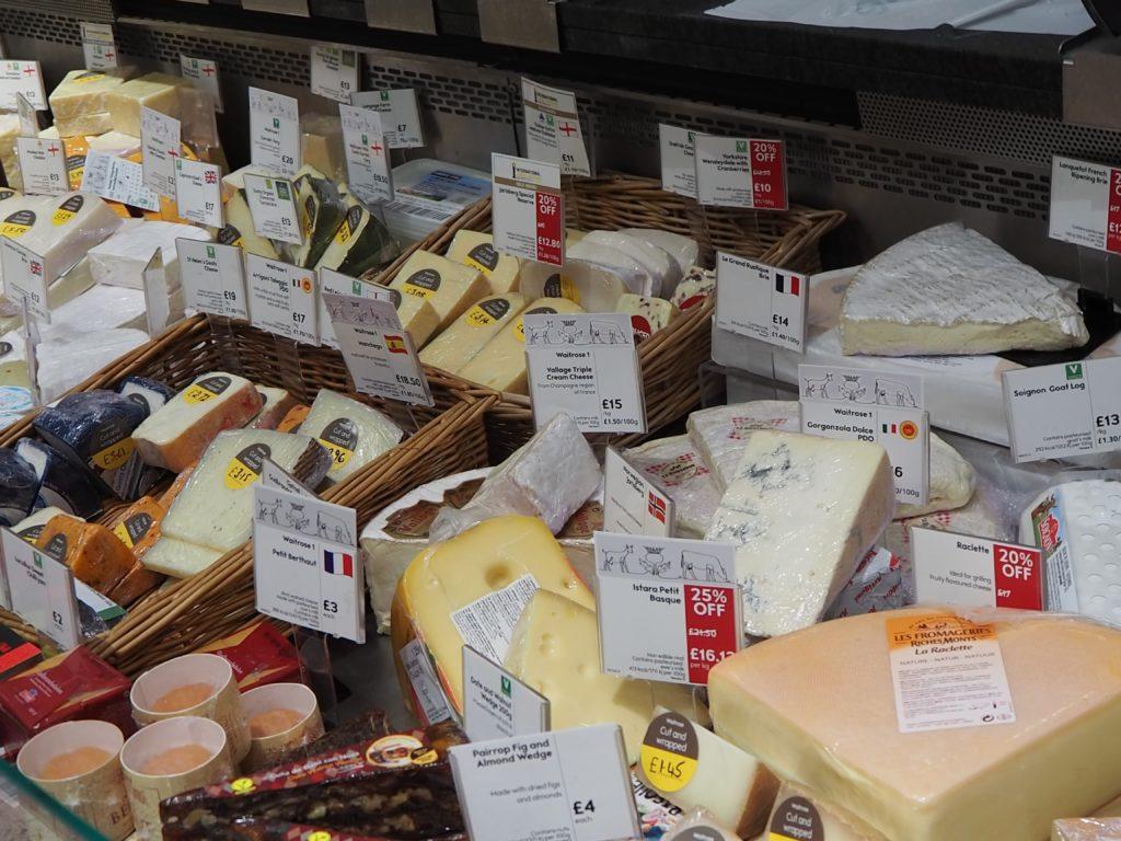 ロンドンのスーパースーパー、ウエイトローズ Waitroseのチーズ