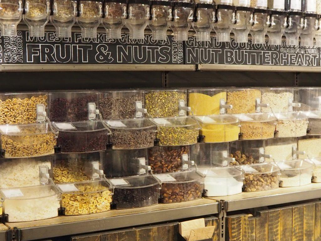ロンドンのスーパー、ホールフーズマーケット Whole Foods Marketのドライフルーツやナッツ