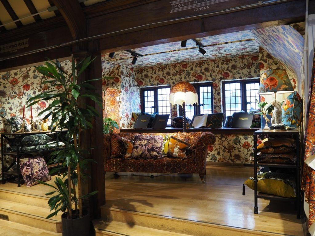 リバティ・プリント(Liberty)で売られている、リバティ・プリントの家具と装飾