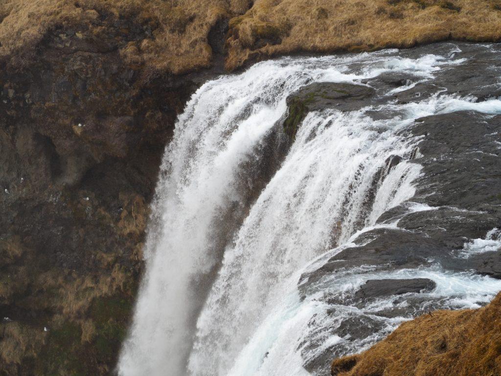 アイスランドのスコウガフォスの滝