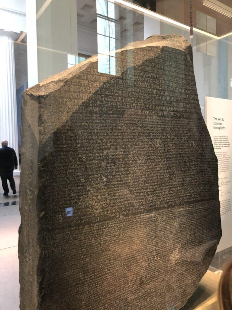 大英博物館(British Museum)のロゼッタストーン(Rosetta Stone)