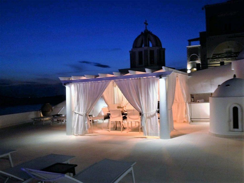 The Tsitouras Collection Hotelのプールサイドでディナー