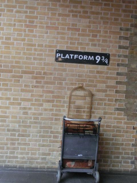 キングス・クロス駅の「9と3/4番線」