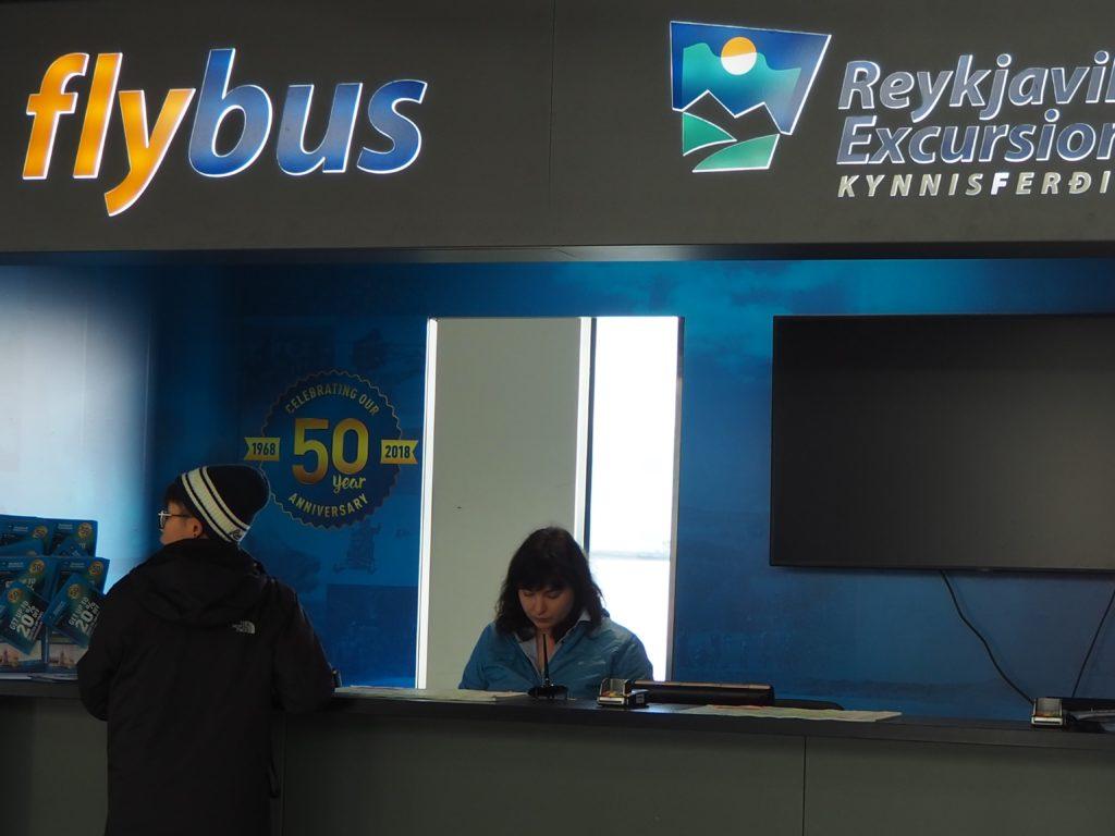 ケフラヴィーク国際空港flybusのカウンター
