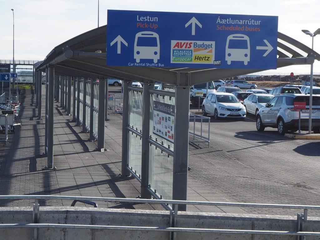 ケフラヴィーク国際空港からブルーラグーンへ