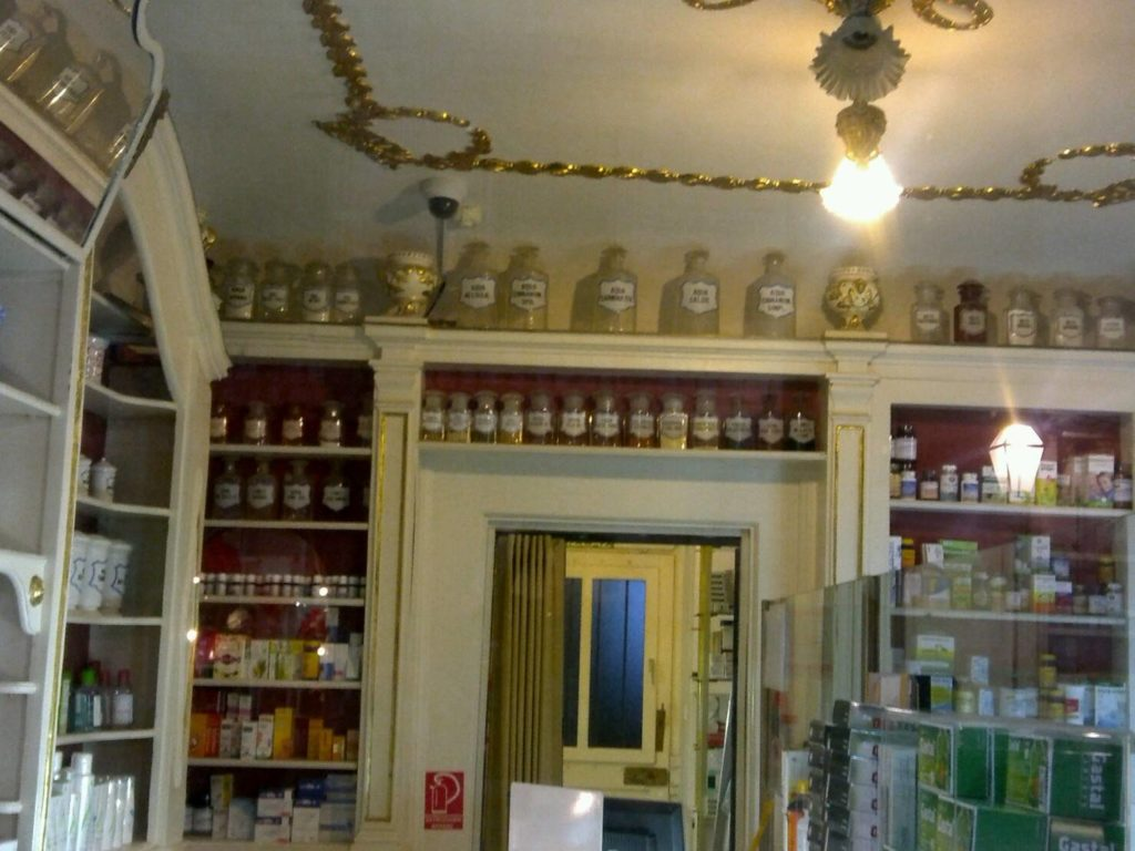 ドブロブニクのフランシスコ会修道院内にあるマラ・ブラーチャ薬局店内
