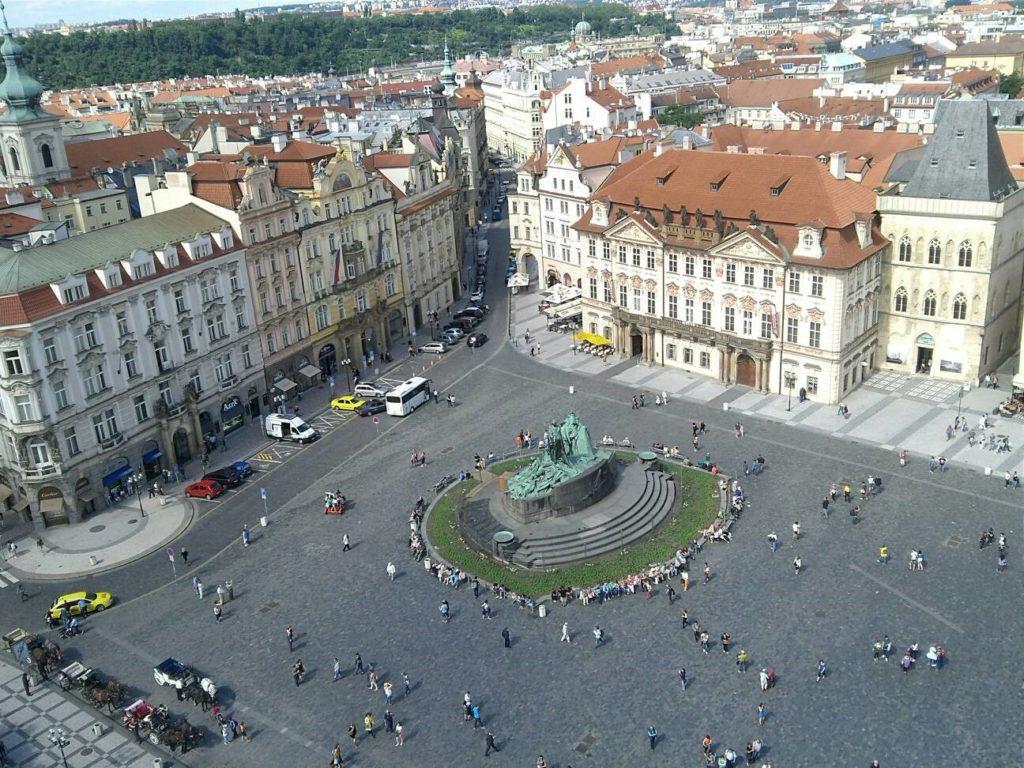 プラハ旧市庁舎から眺める旧市街広場